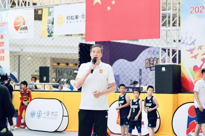 北京小篮球联赛朝阳赛区开幕 张劲松为选手加油