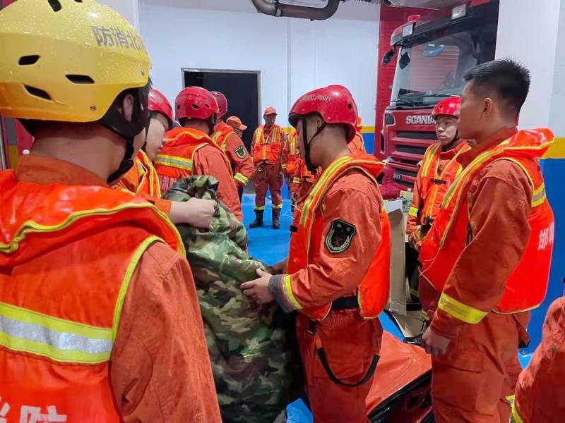 连夜集结!1800名消防指战员增援河南...