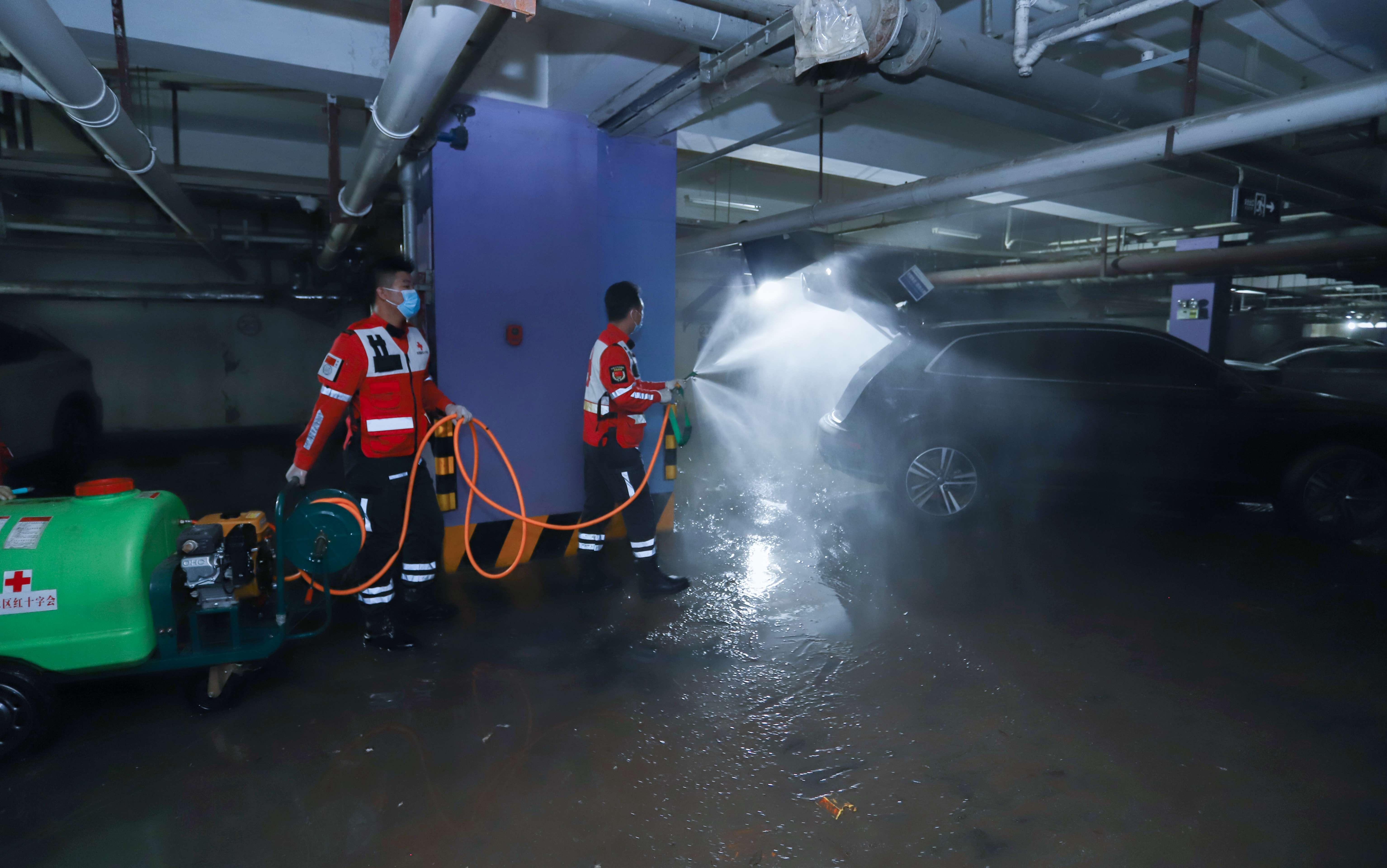 红十字志愿队打响防疫消杀战 已服务94个受灾社区